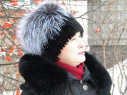 Меховая шапка в России и необходимость и украшение