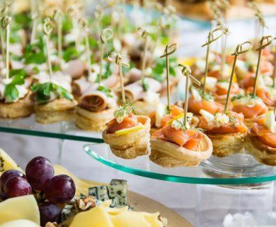 Кейтеринг – комплексное и вкусное решение на праздник