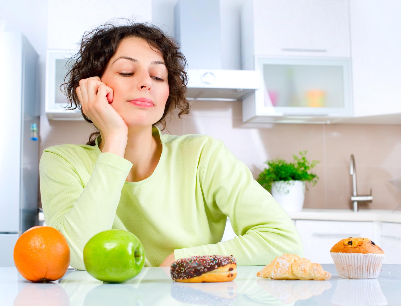 Как бороться с повышенным чувством голода во время менструального цикла?